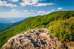 View of the Shenandoah Valley and Appalachian Mountains from Crescent Rock, i Stock Photos