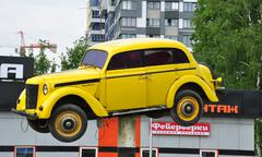 MOSCOW, RUSSIA - 05.29.2015 Old Russian Moskvich on a pedestal in front of a  Stock Photos