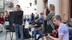 4K . Street ensemble in city with  singing girl and crowd of people  Stock Footage