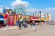 NEW YOThe colorful seaside boardwalk at Coney Island in New York City Stock Photos