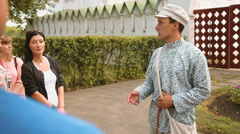 Guide tells tourists about the attractions Stock Footage