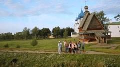 Tourist tour of Suzdal Stock Footage