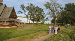 Tourist excursion. people in Suzdal Stock Footage