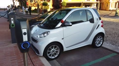 Smart Fortwo Electric Car Charging On Street Arkistovideo