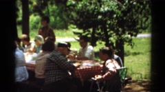 1964: retro family of multiple generations dining in a park CALIFORNIA Arkistovideo