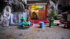 A hindy man proposes tourists to tell the future for some donation. Batu Caves Stock Footage