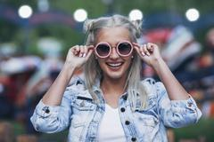 Portrait of happy fashionable young woman wearing sunglasses Stock Photos