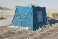 Old muddy blue camping tent in the desert of the Bonneville Salt Flats. Kuvituskuvat