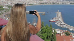 The American traveler makes a photo of the ocean use your smartphone while stand Stock Footage