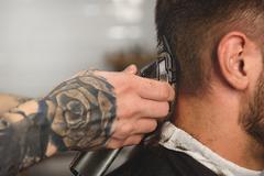 Close up man getting haircut Kuvituskuvat