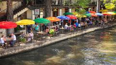 Tourists at Restaurant Along the San Antonio River Walk in Texas Kuvituskuvat