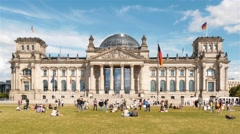 Real time lockdown establishing shot of Reichstag with relaxing people, Berlin. Stock Footage