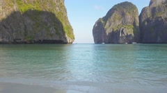 Famous beach in Maya bay, Phi Phi Leh island Stock Footage