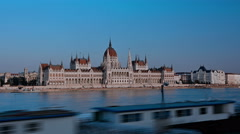 Hyper lapse of the Hungarian Parliament and the Danube river y Budapest. Stock Footage