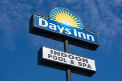 Days Inn Sign and Logo Stock Photos
