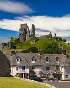 Bright blue skies over Purbeck Hills above Corfe Castle Stock Photos