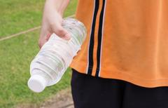Hand of healthy woman Holding fresh water  bottle Stock Photos