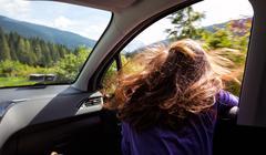 Girl traveling in a car Kuvituskuvat