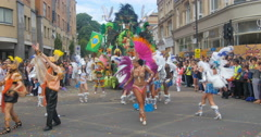 London, Notting Hill carnival. Parade of  dancers in costume Stock Footage
