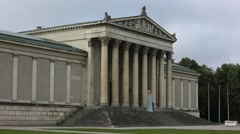 Konigsplatz museum with a golden lion Stock Footage