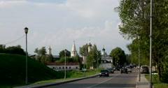 The Church of St. John the Baptist, the entrance road to Suzdal Stock Footage