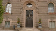 Real time establishing shot of the door in a fancy area of Potsdam city Stock Footage