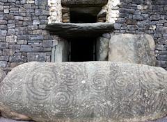 Newgrange,  Bru na  Boinne Stock Photos