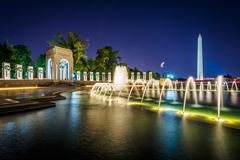Fountains at the National World War II Memorial and the Washington Monument a Stock Photos