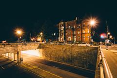 Rowhouses and the K Street Underpass at night, at Washington Circle, Washingt Stock Photos