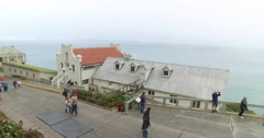 Tourists Visit Alcatraz Island on a Foggy Morning Arkistovideo