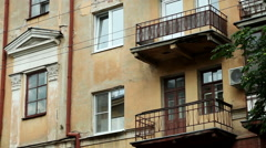 Russian town. Old city streets. Pan of exterior of an old multi-storey house. HD Arkistovideo