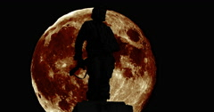 Silhouettes of the Che Guevara with giant moon Stock Footage