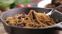 Eating beef and mushroom spaghetti pasta on a cast iron pan Stock Footage