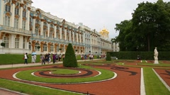 Tourists in the park Grand Catherine Palace in Pushkin city Stock Footage
