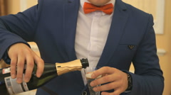 Waiter pours the sparkling wine into the glass Stock Footage
