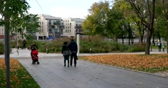 "On a lovely autumn day, strolling through the Park of arts ""Muzeon"" Stock Footage"