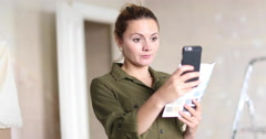 Young adult female using visualiser room application Stock Footage