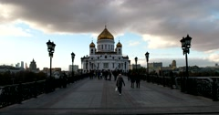 The Cathedral of Christ the Savior, the evening twilight, the Patriarchal bridge Stock Footage