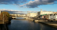 Blackened Moscow river, the city is melting in the last warmth Stock Footage