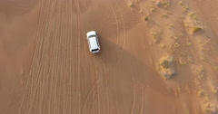 4x4 driving from above on dunes in Wahiba Sands Stock Footage