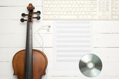 Violin with keyboard computer music paper note and dvd disc Kuvituskuvat