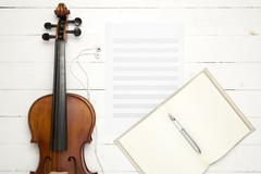 Violin with music paper note and notebook Kuvituskuvat