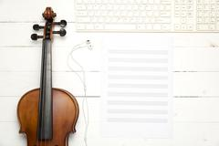Violin with music paper note and keyboard computer Kuvituskuvat