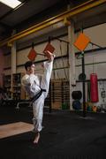 Man practicing karate Kuvituskuvat