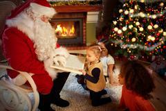 Santa Claus reads a fairy tale Kuvituskuvat