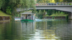 Boat with tourists and a bridge in te background Stock Footage