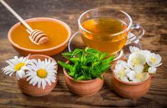 Herbal tea with mint, chamomile, jasmine flowers and honey Kuvituskuvat