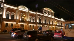 Illuminated palace on Nevsky Prospect at night, heavy traffic in historic city Stock Footage