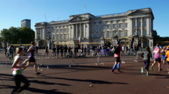 Half marathon near Buckingham palace in London Stock Footage