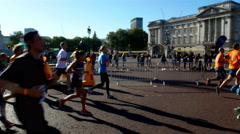 Royal parks foundation half marathon near Buckingham palace in London Stock Footage